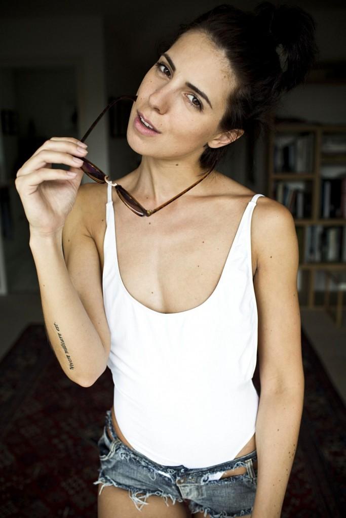 Bella Hadid Braless Photos | The Fappening - News