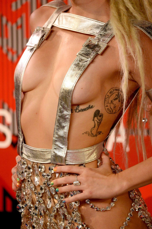 Miley-Cyrus-Sexy-102