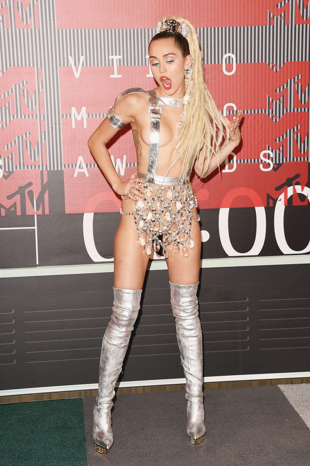 Miley-Cyrus-Sexy-103