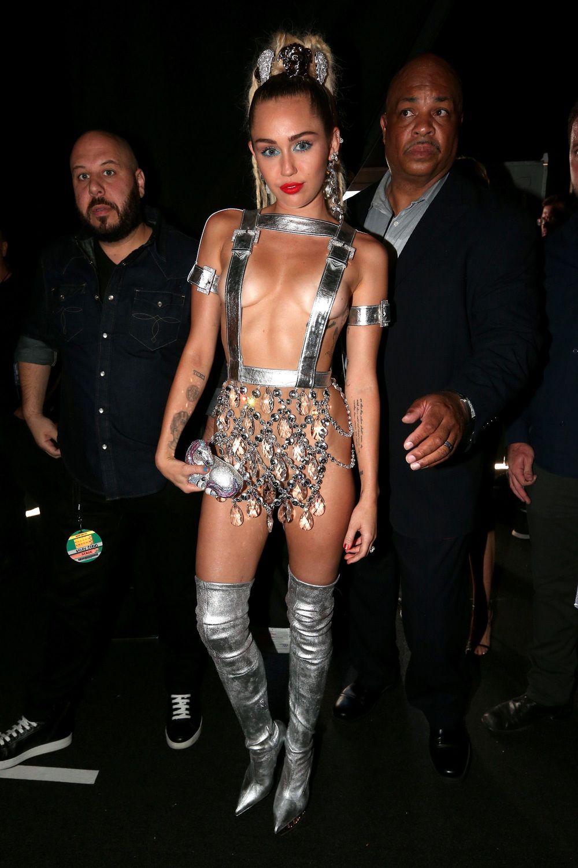 Miley-Cyrus-Sexy-109