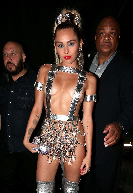 Miley-Cyrus-Sexy-113