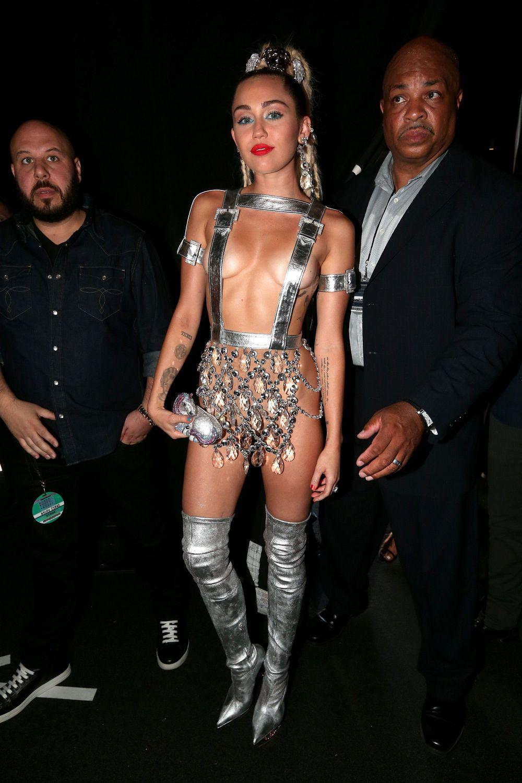Miley-Cyrus-Sexy-116
