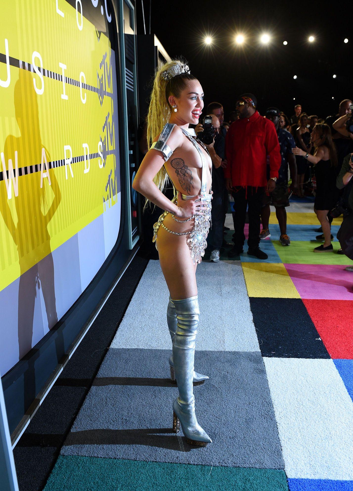Miley-Cyrus-Sexy-118