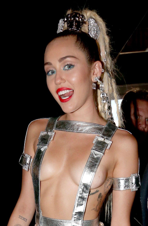 Miley-Cyrus-Sexy-122