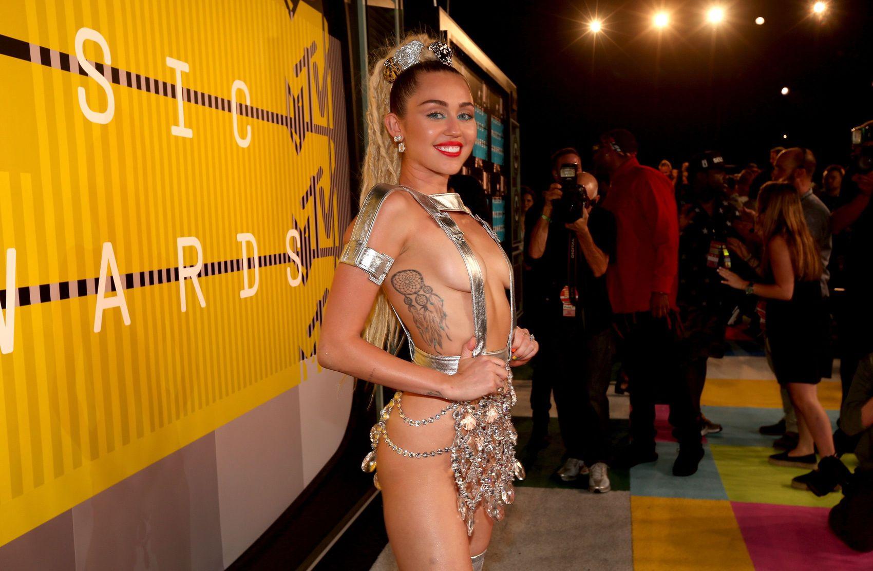 Miley-Cyrus-Sexy-124
