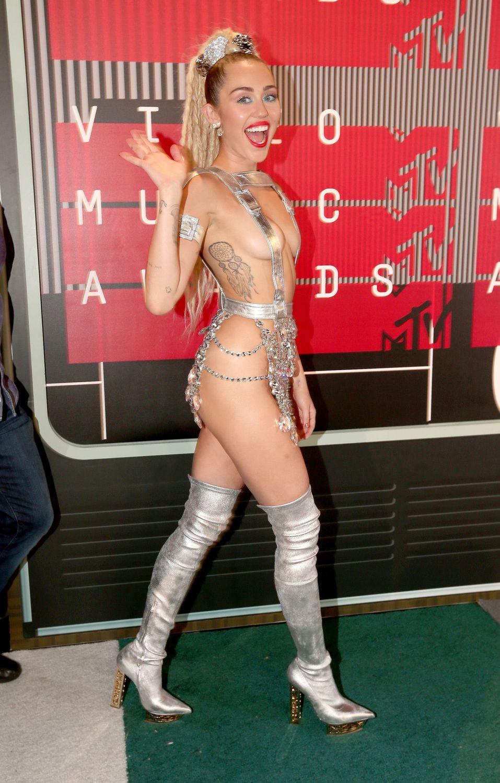 Miley-Cyrus-Sexy-126