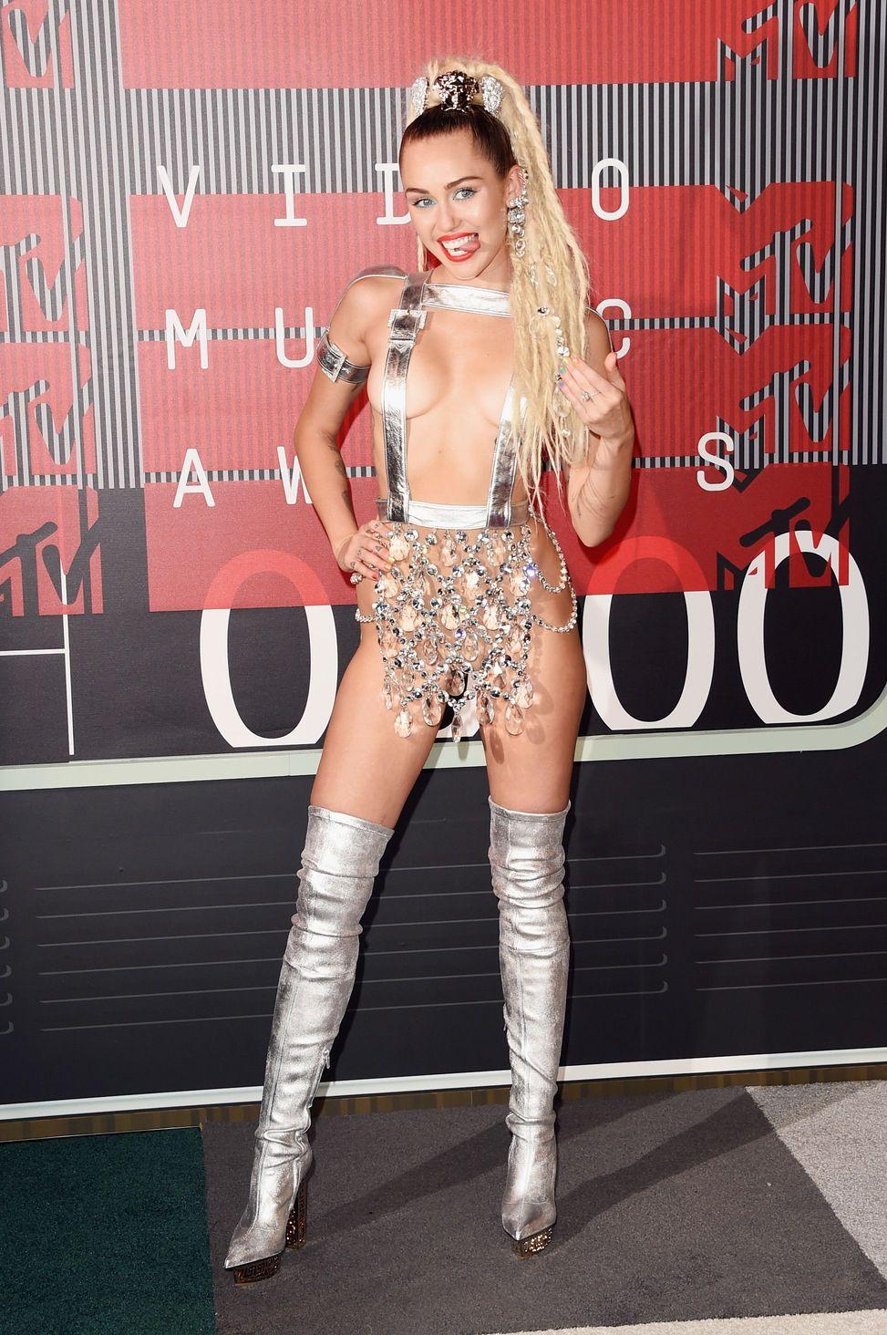 Miley-Cyrus-Sexy-129
