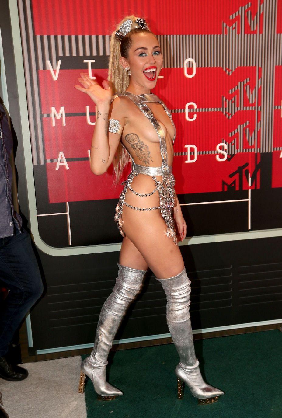 Miley-Cyrus-Sexy-130