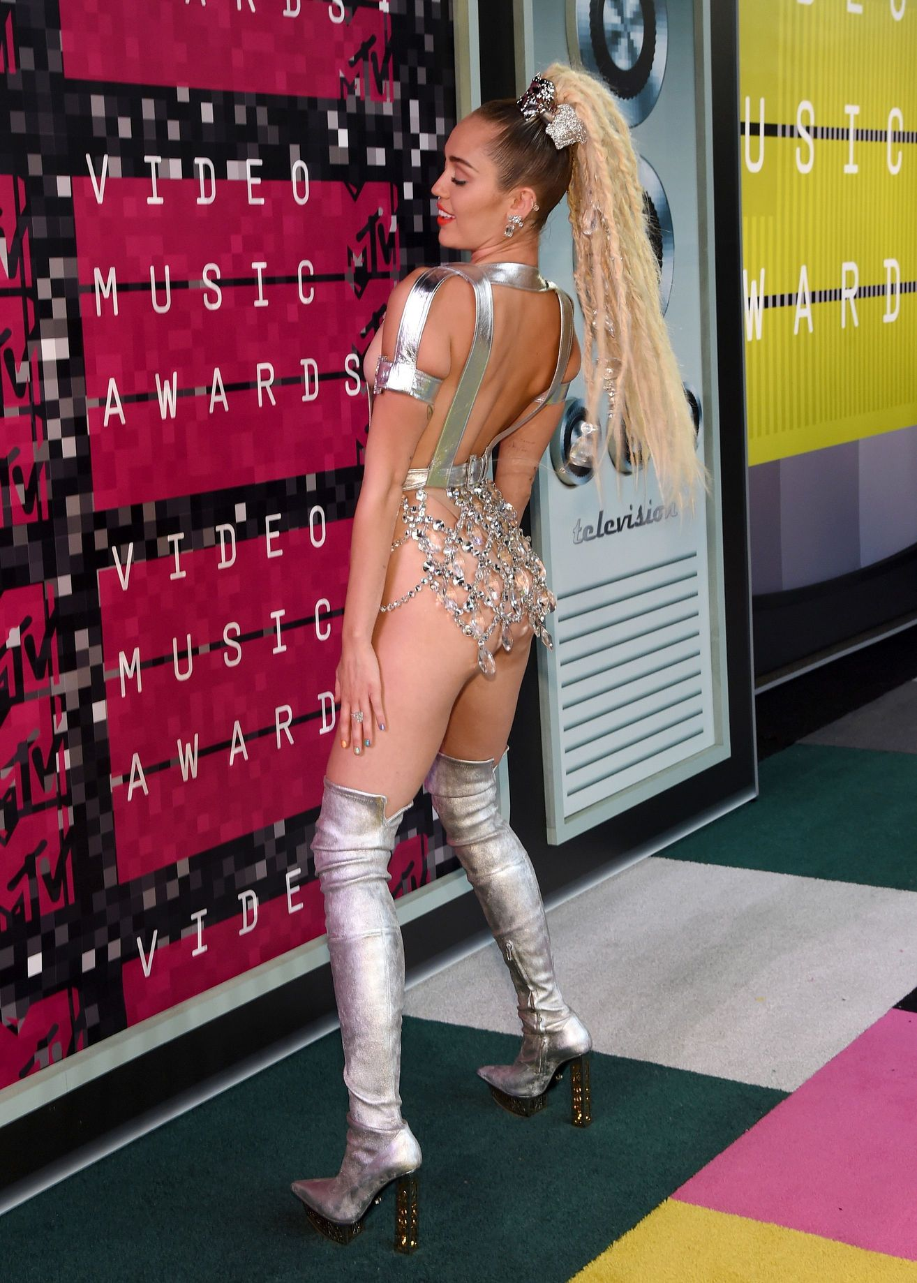 Miley-Cyrus-Sexy-1311