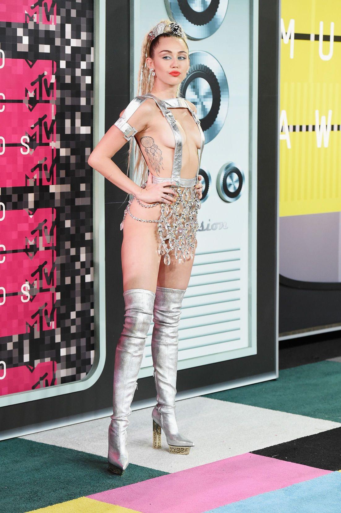 Miley-Cyrus-Sexy-132