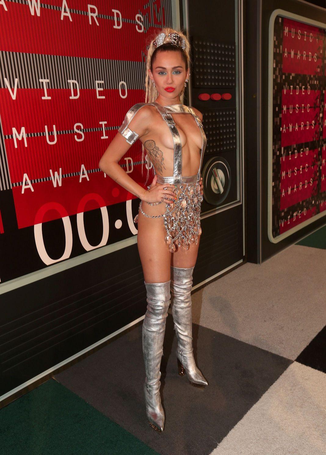 Miley-Cyrus-Sexy-135