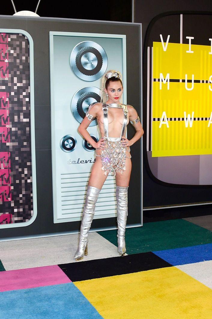 Miley-Cyrus-Sexy-137