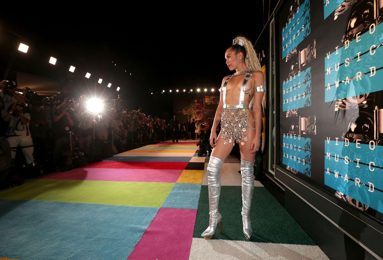 Miley-Cyrus-Sexy-138