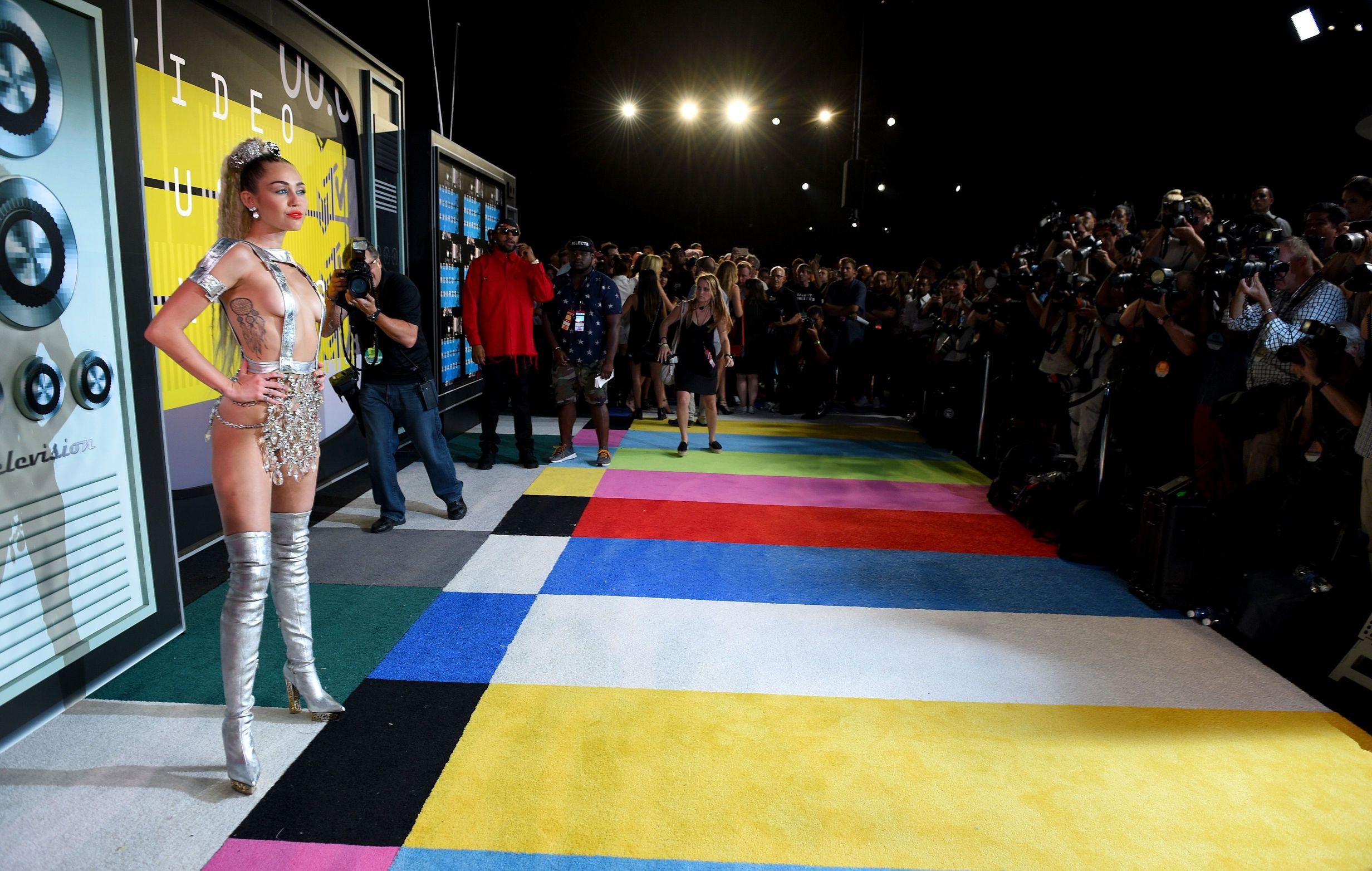 Miley-Cyrus-Sexy-139