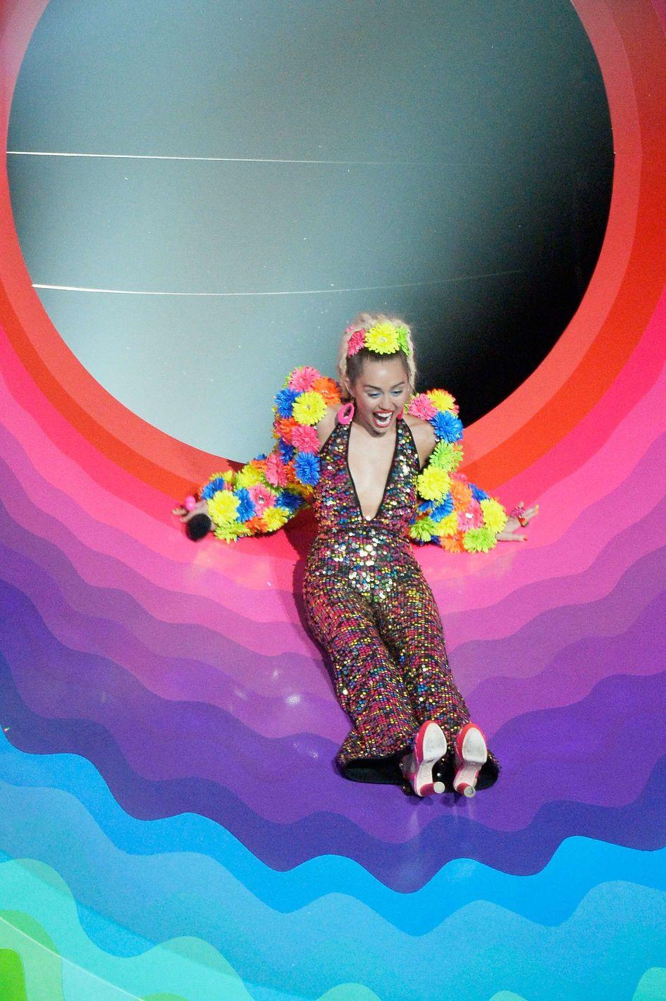 Miley-Cyrus-Sexy-14