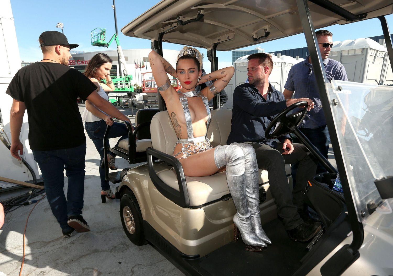 Miley-Cyrus-Sexy-1411