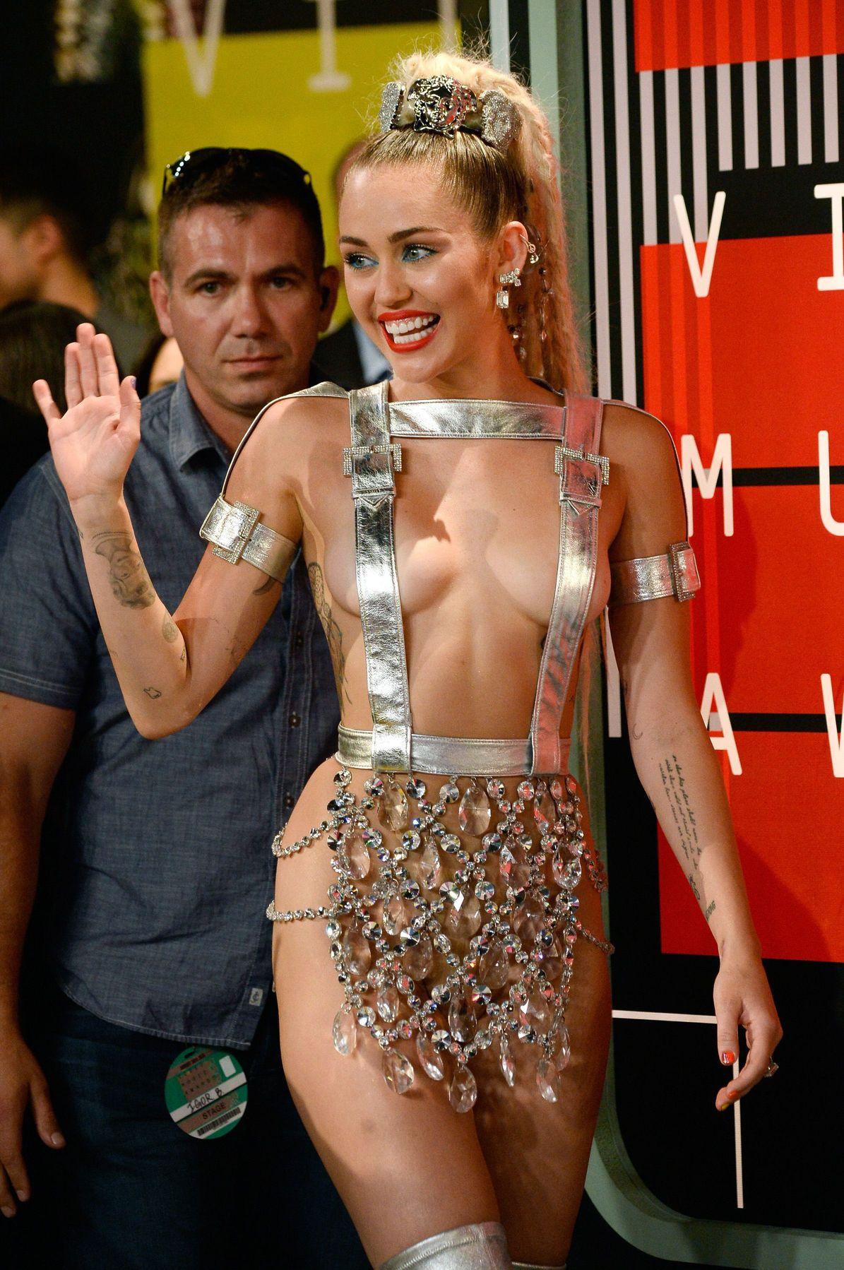 Miley-Cyrus-Sexy-143