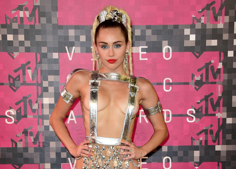 Miley-Cyrus-Sexy-145