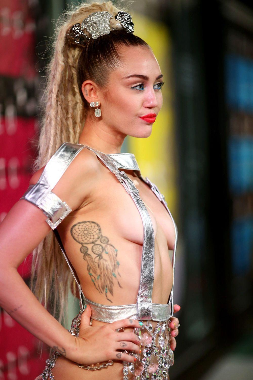 Miley-Cyrus-Sexy-146