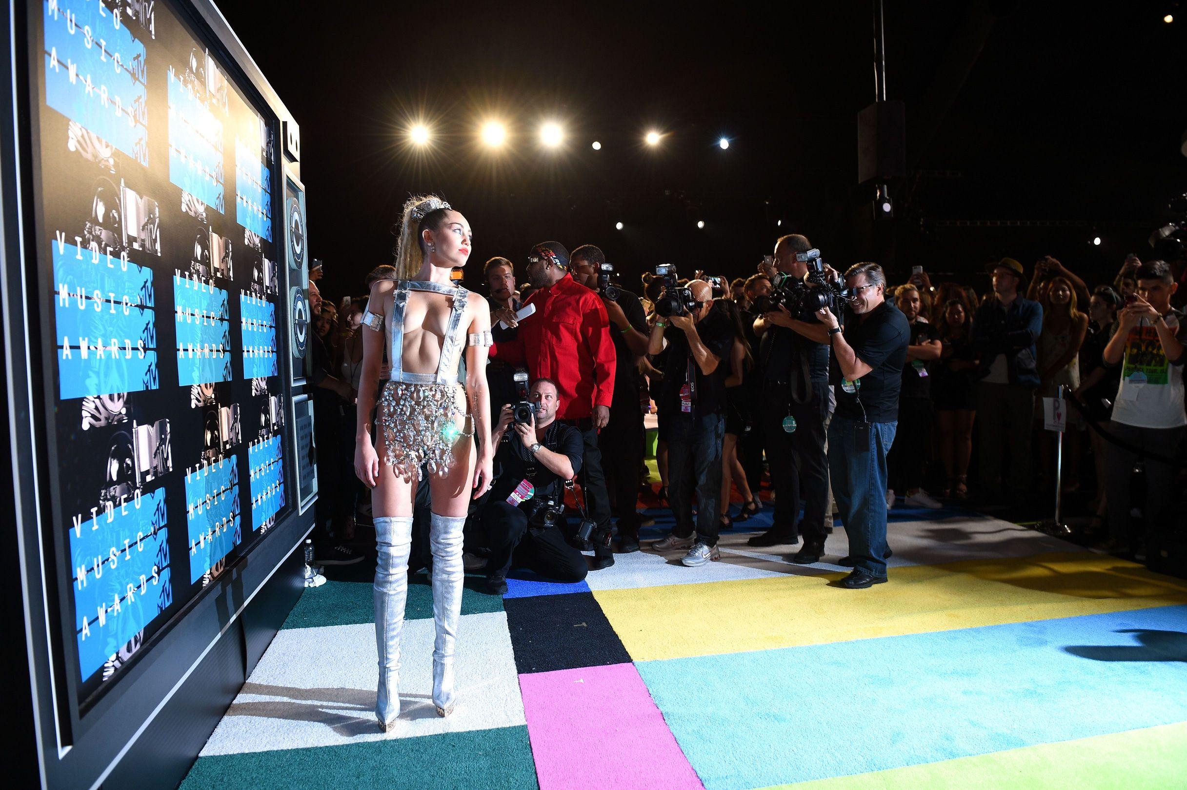 Miley-Cyrus-Sexy-147