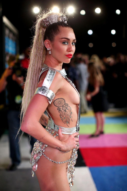 Miley-Cyrus-Sexy-148
