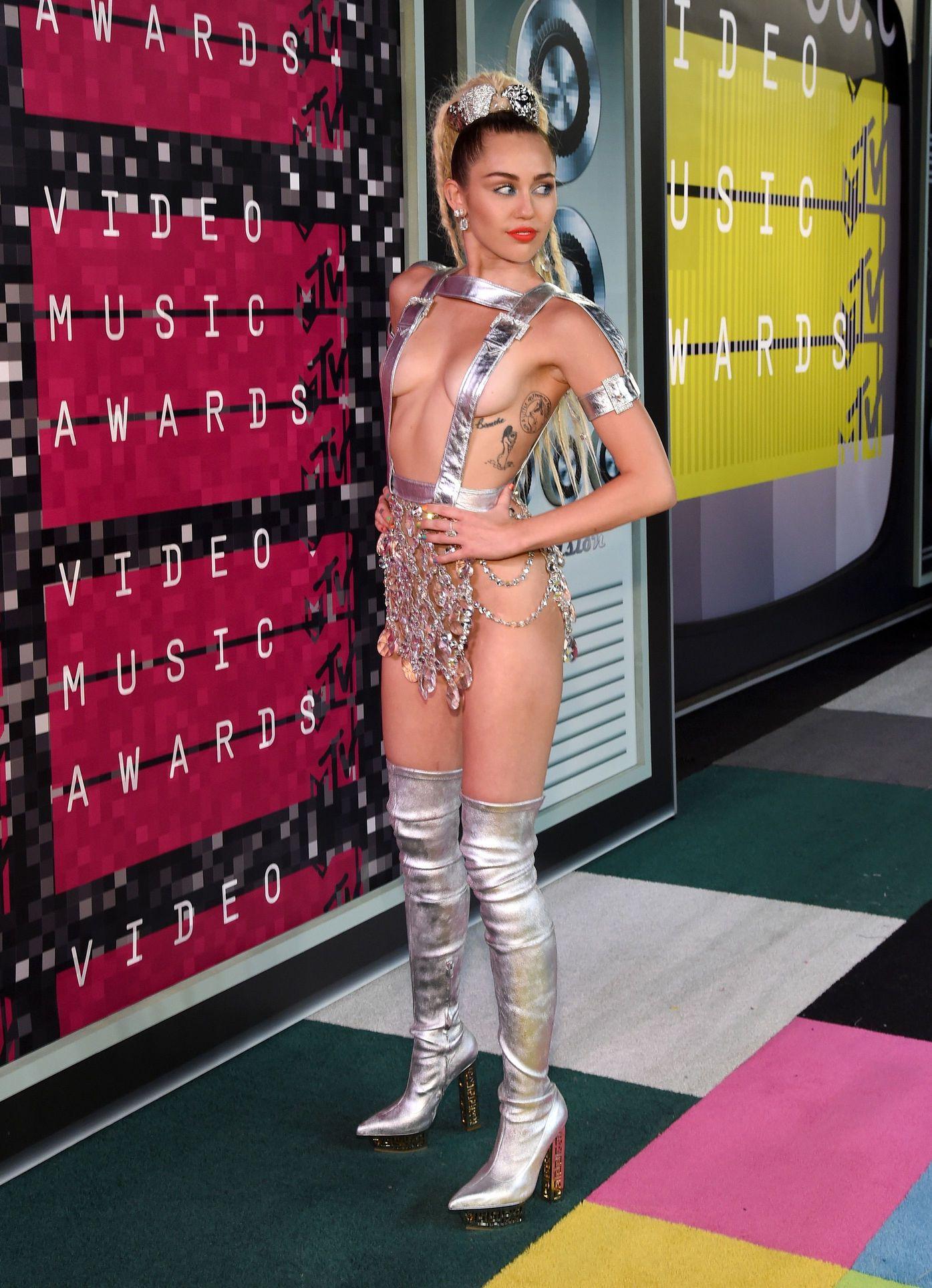 Miley-Cyrus-Sexy-151