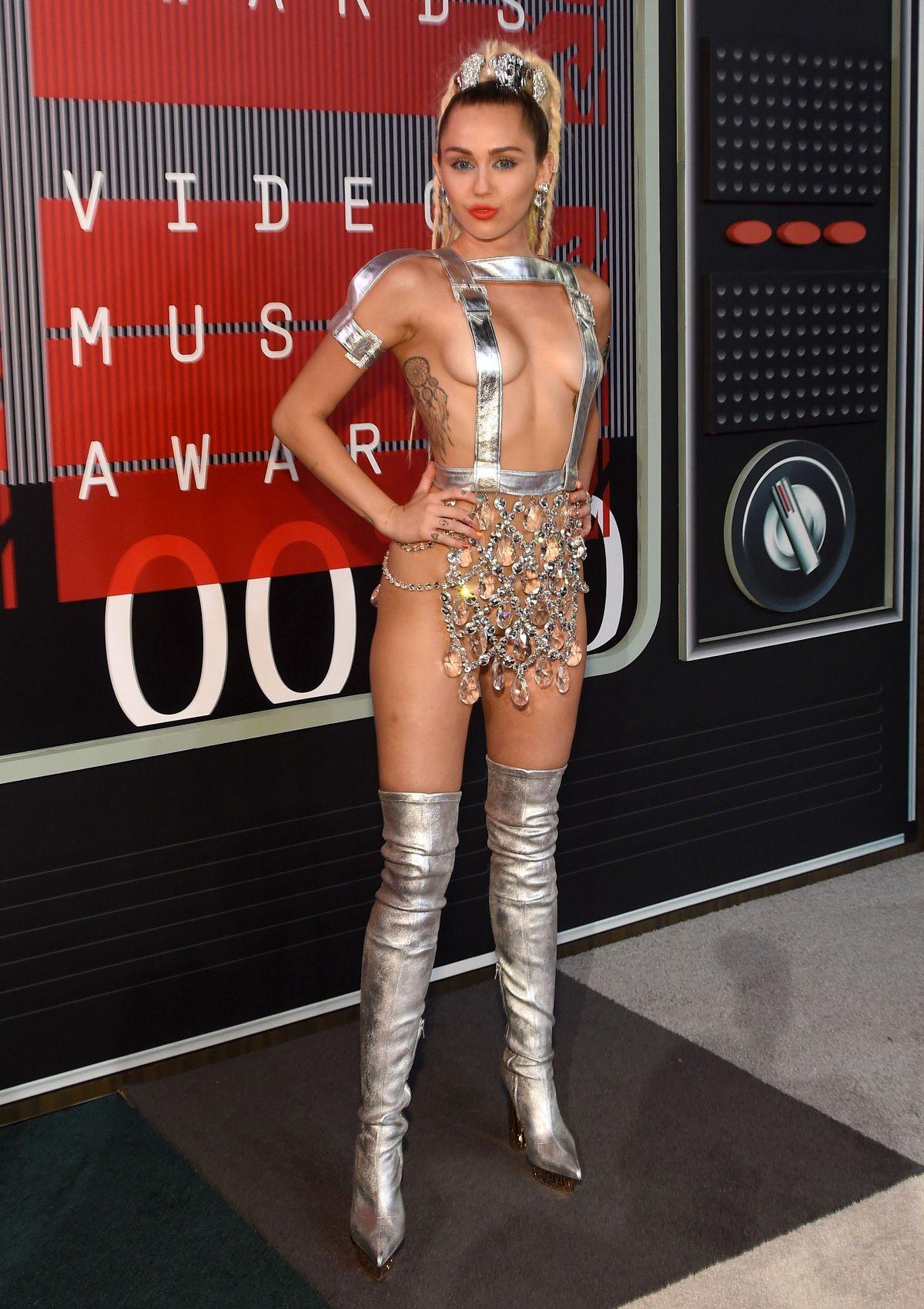 Miley-Cyrus-Sexy-154