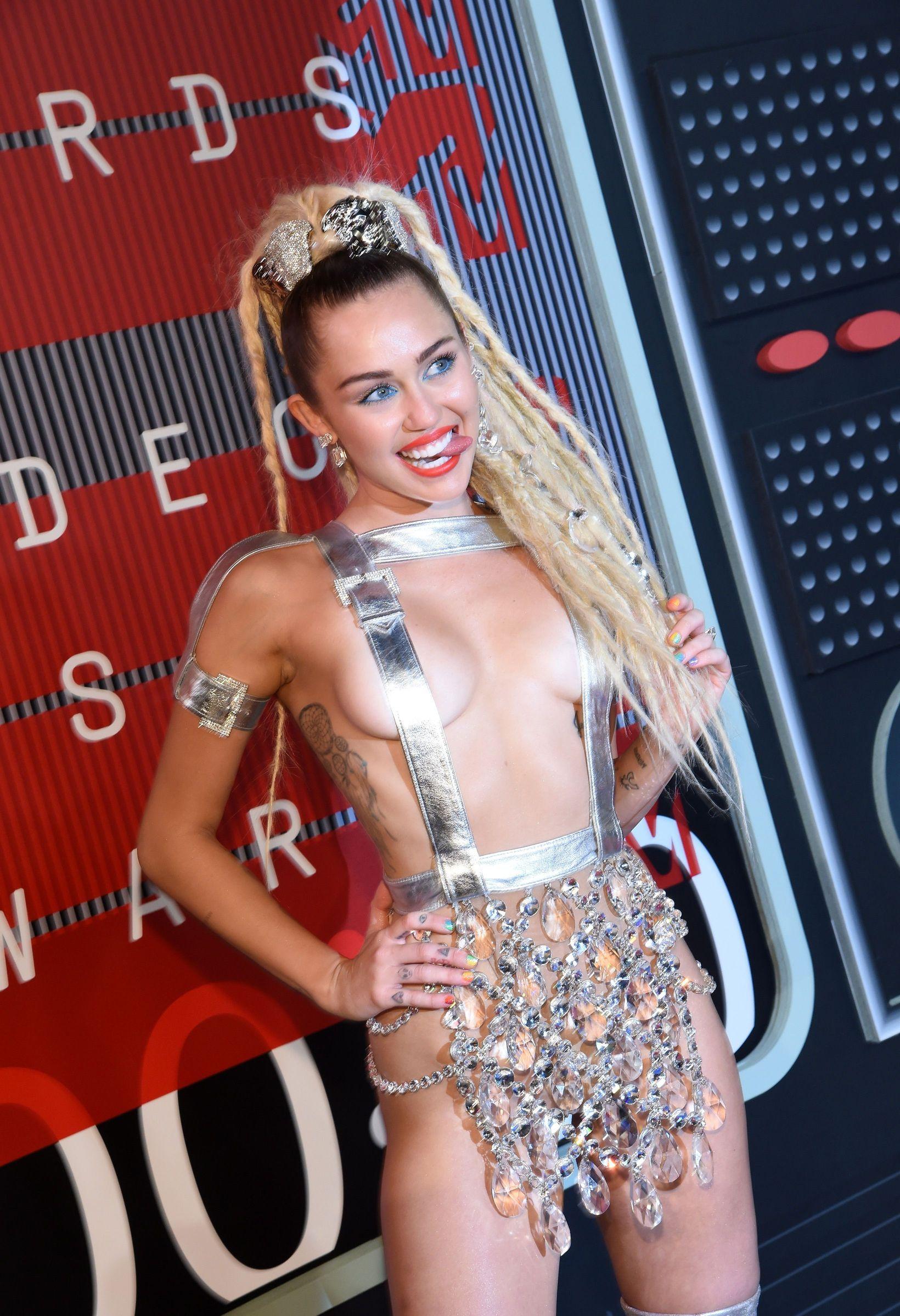 Miley-Cyrus-Sexy-155