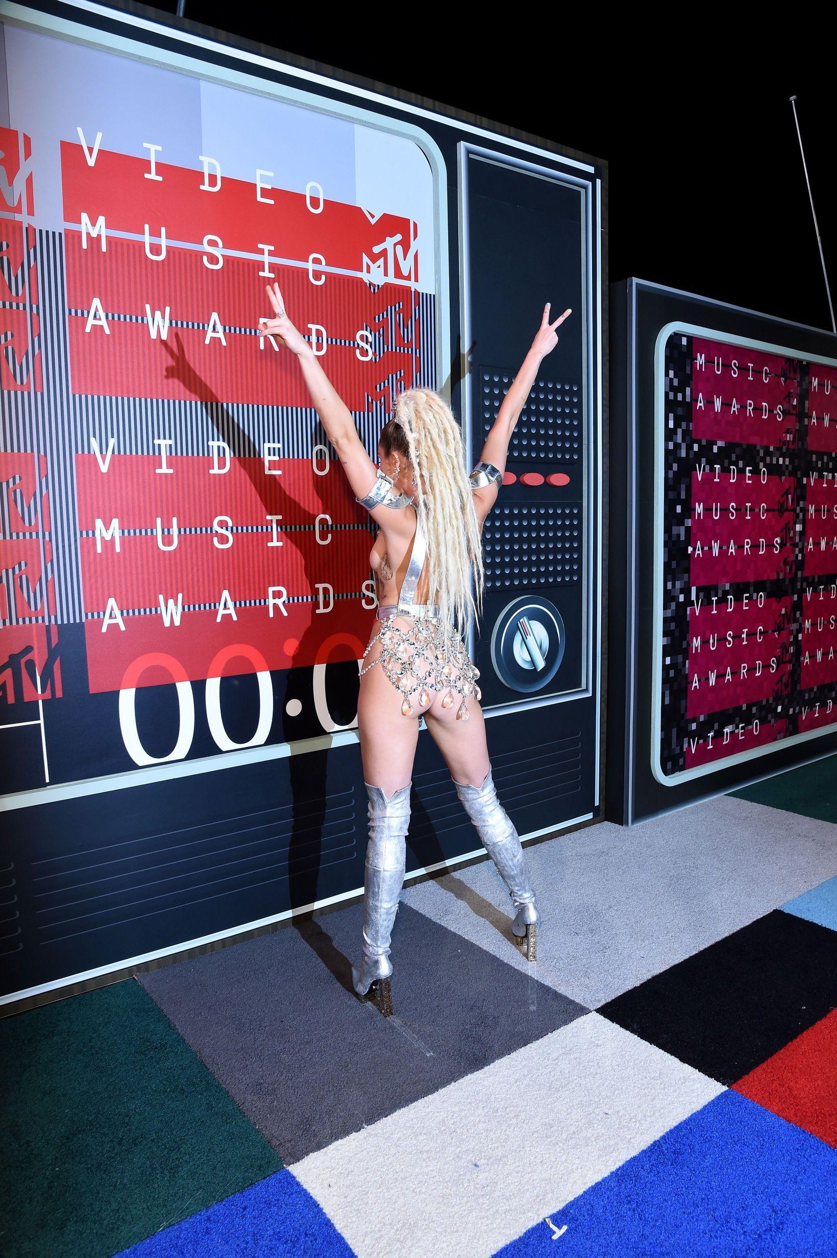 Miley-Cyrus-Sexy-157
