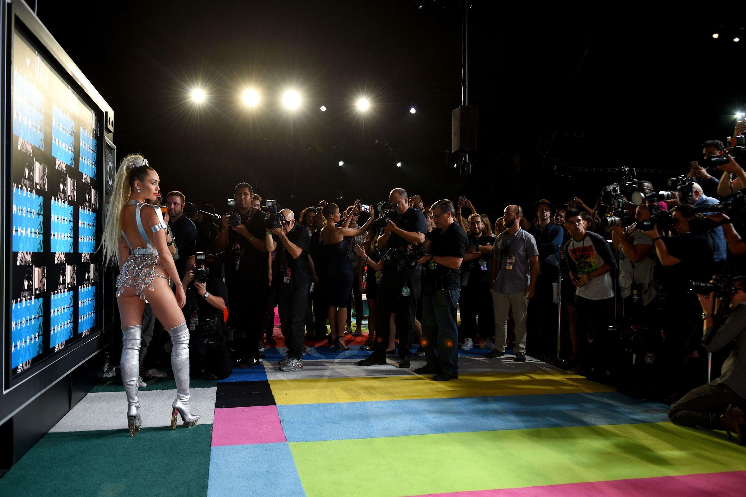 Miley-Cyrus-Sexy-158