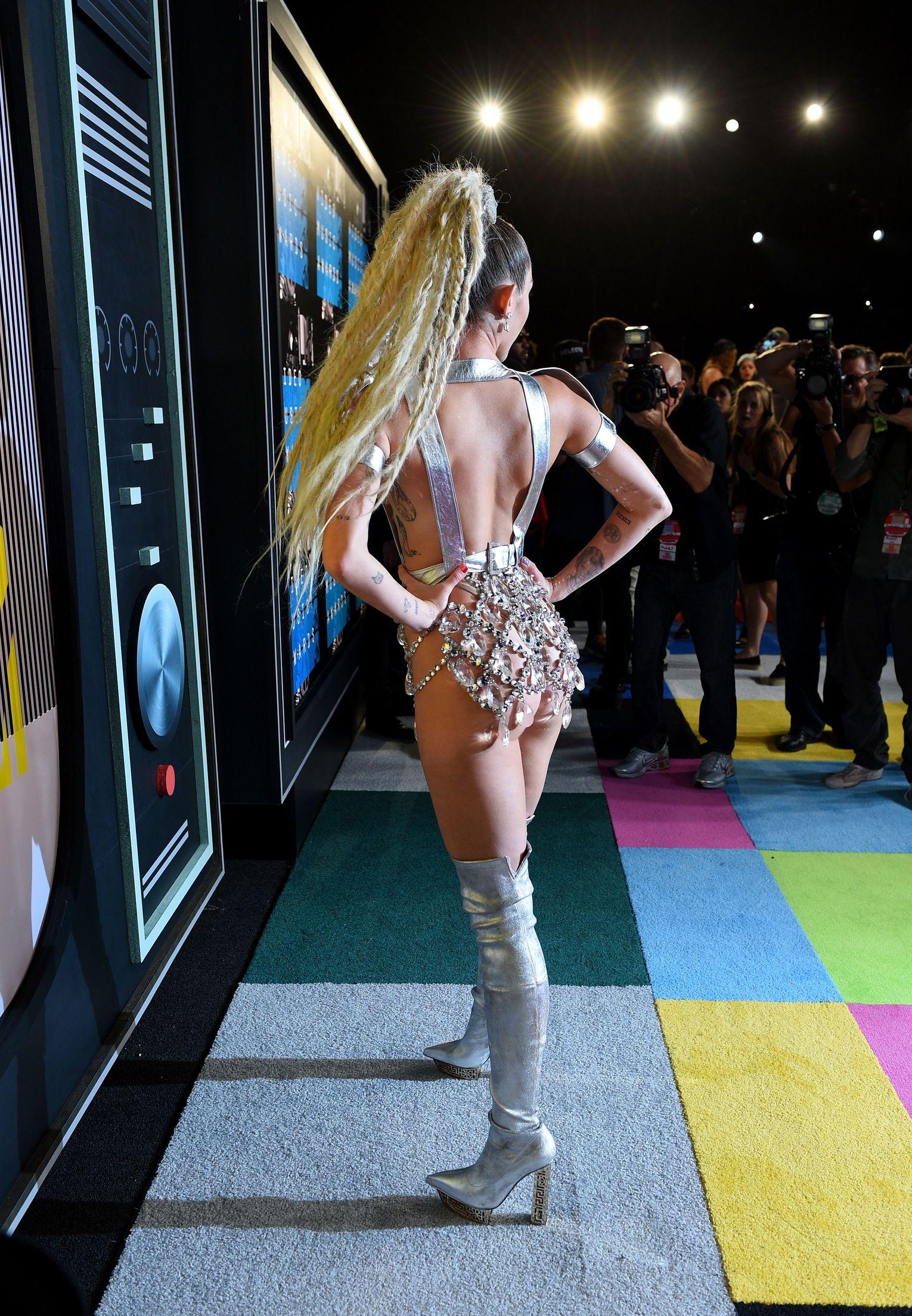Miley-Cyrus-Sexy-159