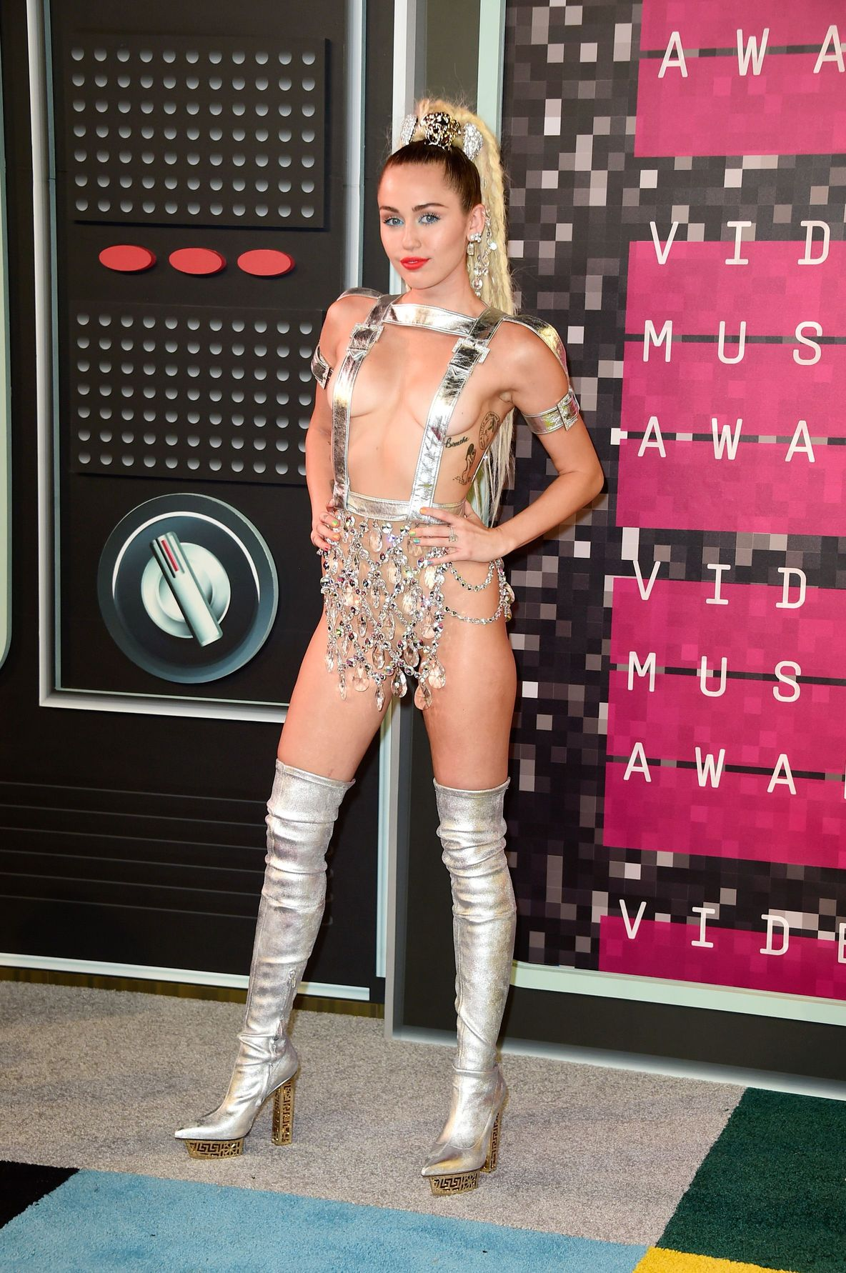 Miley-Cyrus-Sexy-160