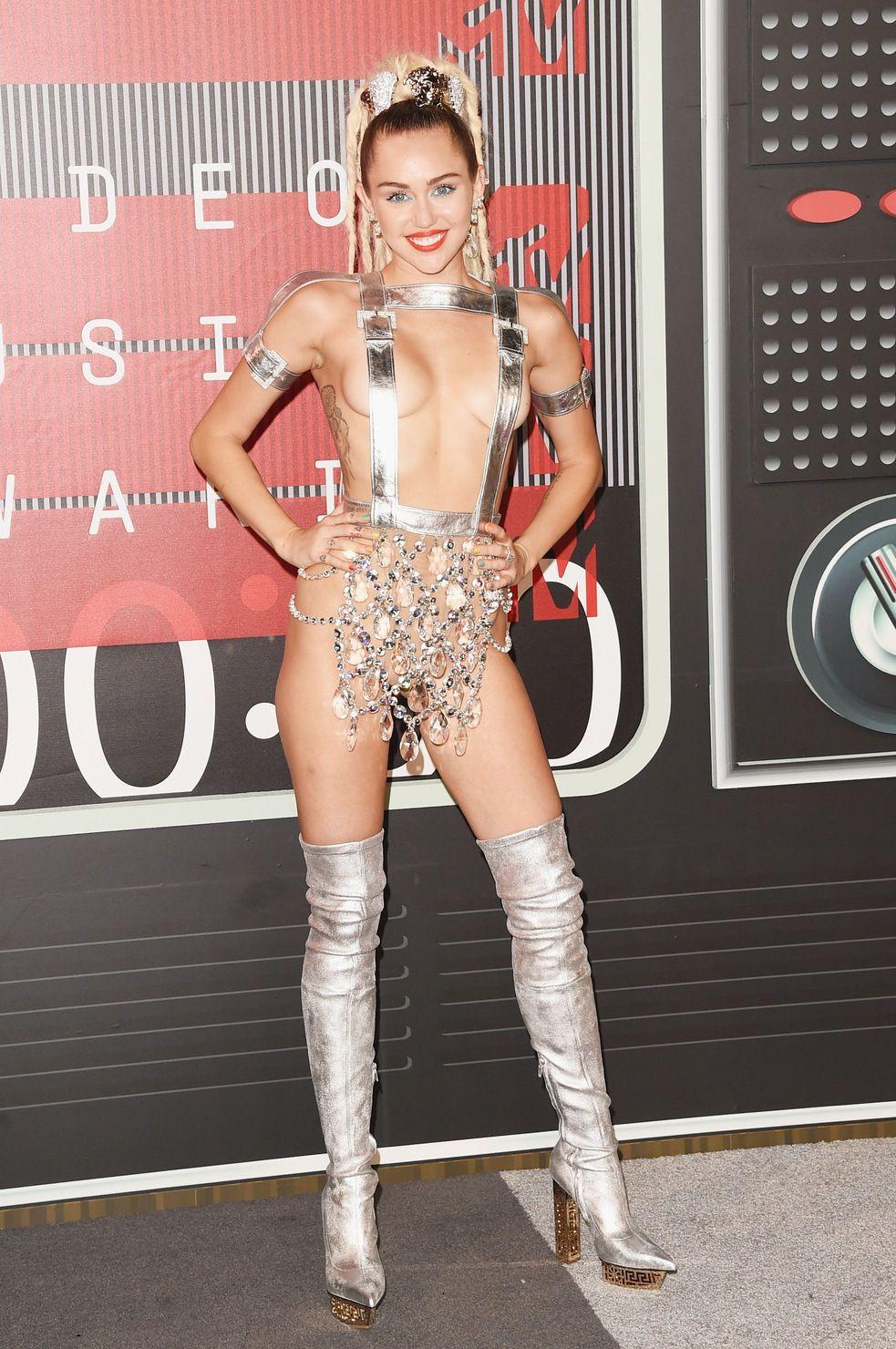 Miley-Cyrus-Sexy-163