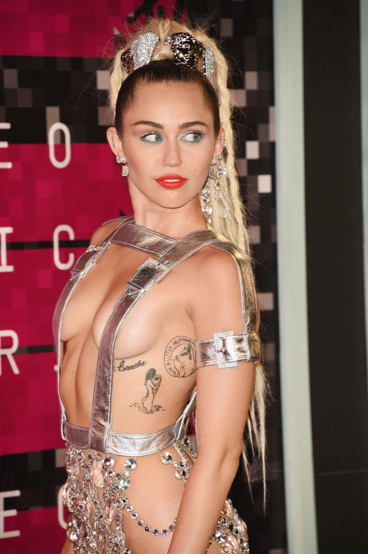Miley-Cyrus-Sexy-164