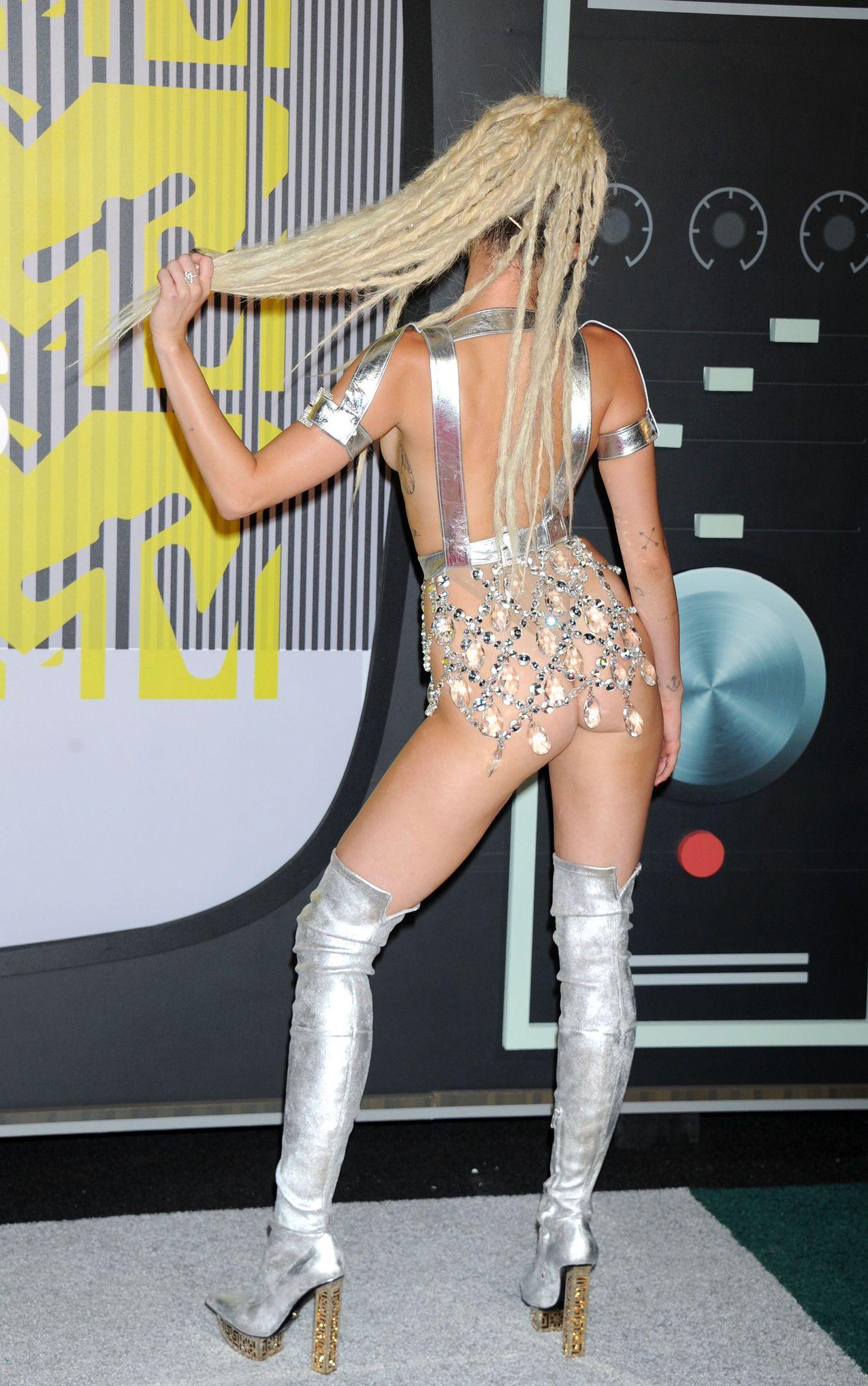 Miley-Cyrus-Sexy-165