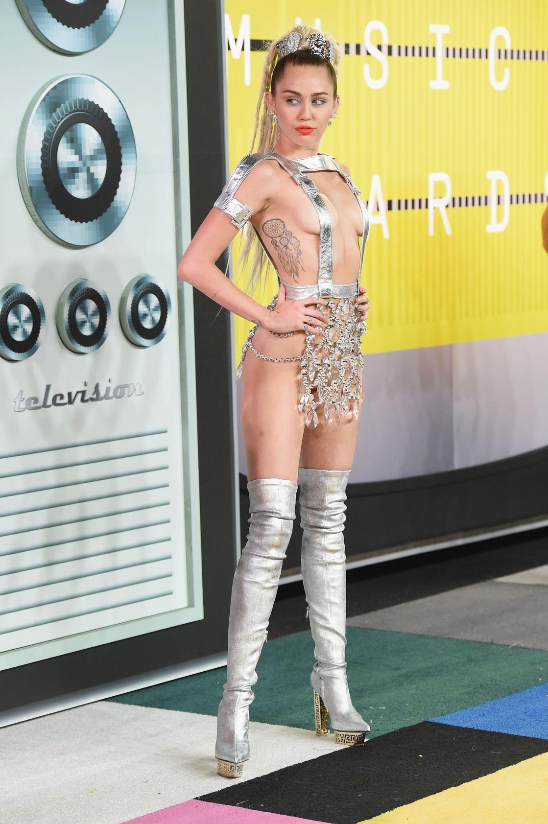 Miley-Cyrus-Sexy-166