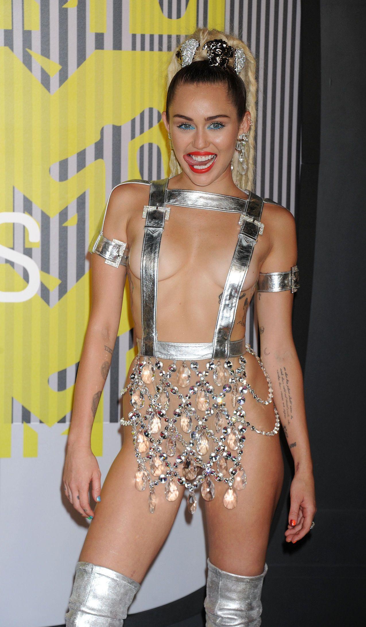 Miley-Cyrus-Sexy-168