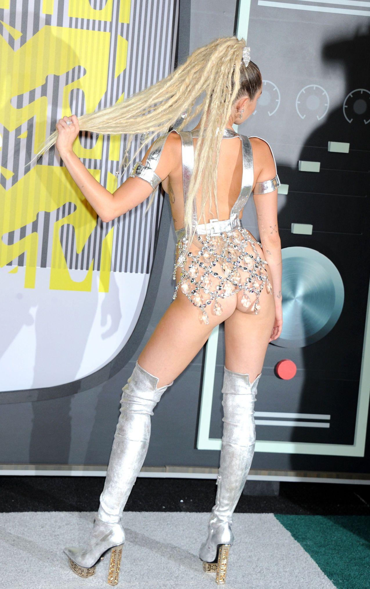 Miley-Cyrus-Sexy-169