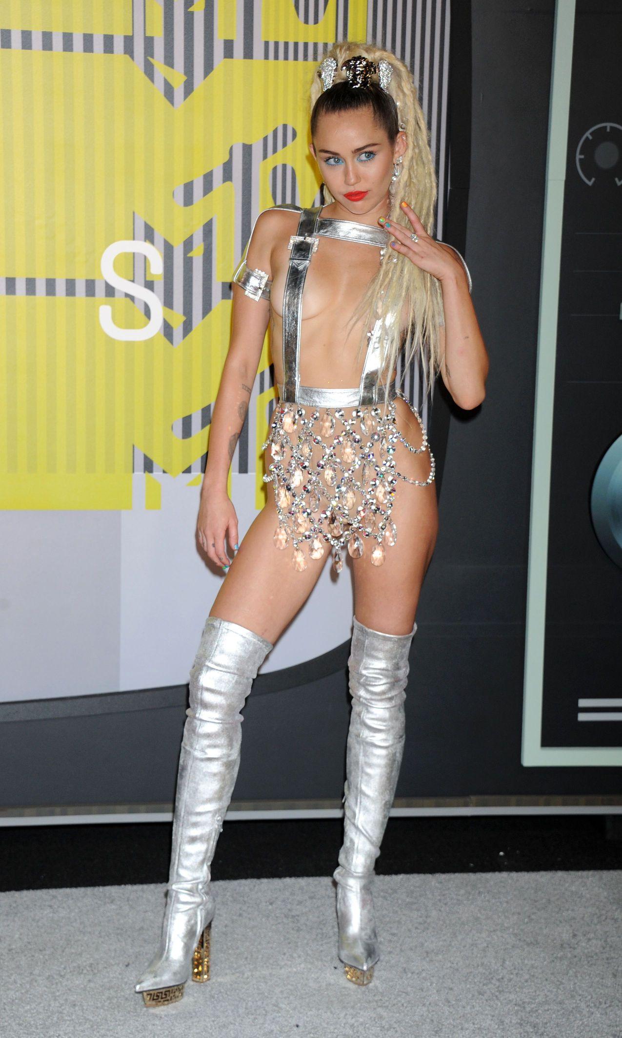 Miley-Cyrus-Sexy-170