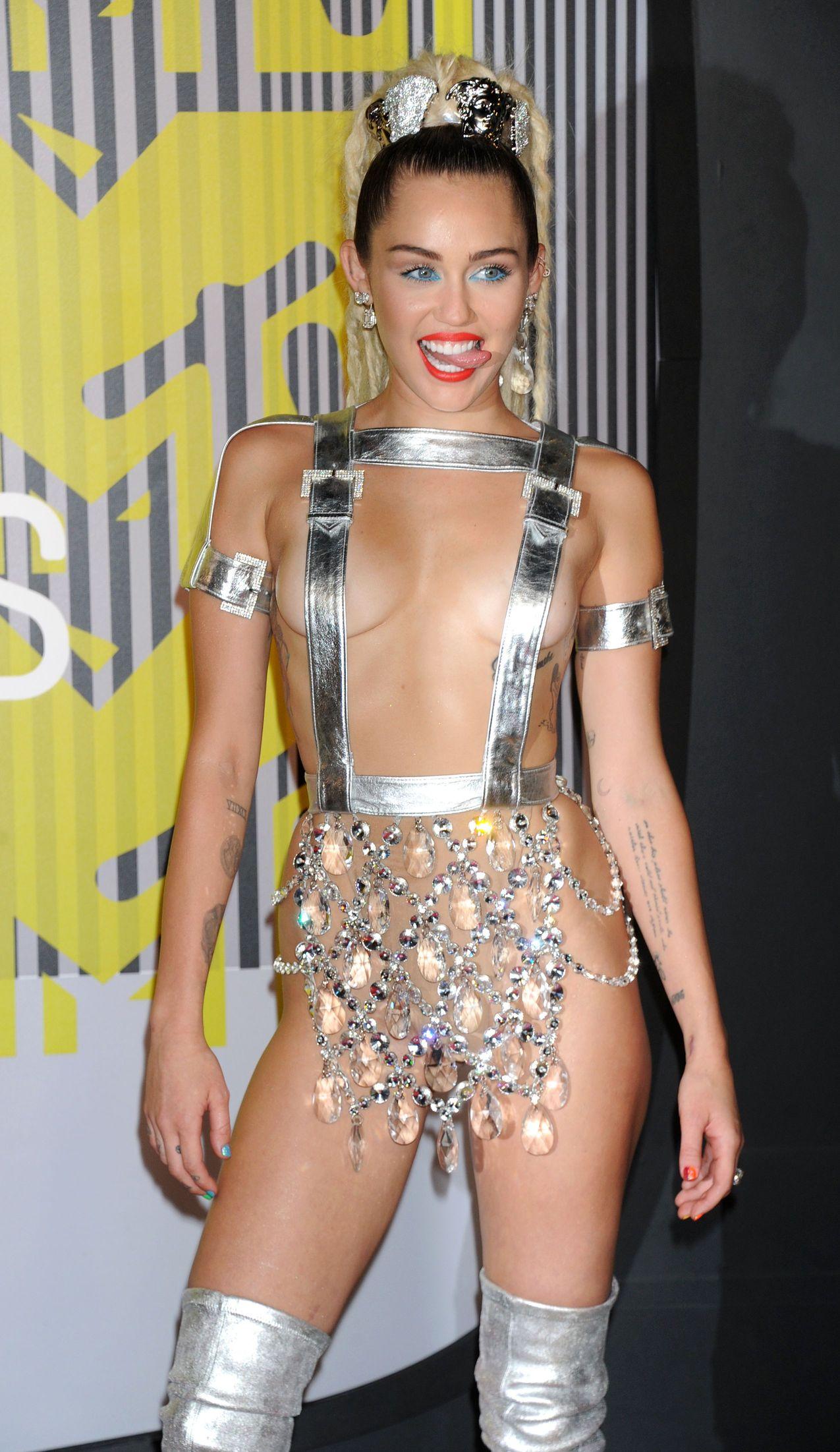 Miley-Cyrus-Sexy-172