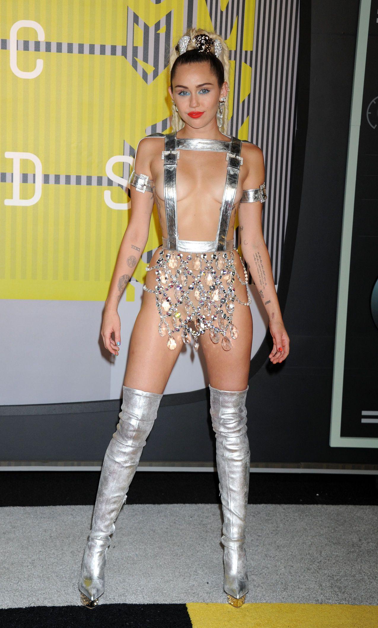 Miley-Cyrus-Sexy-173