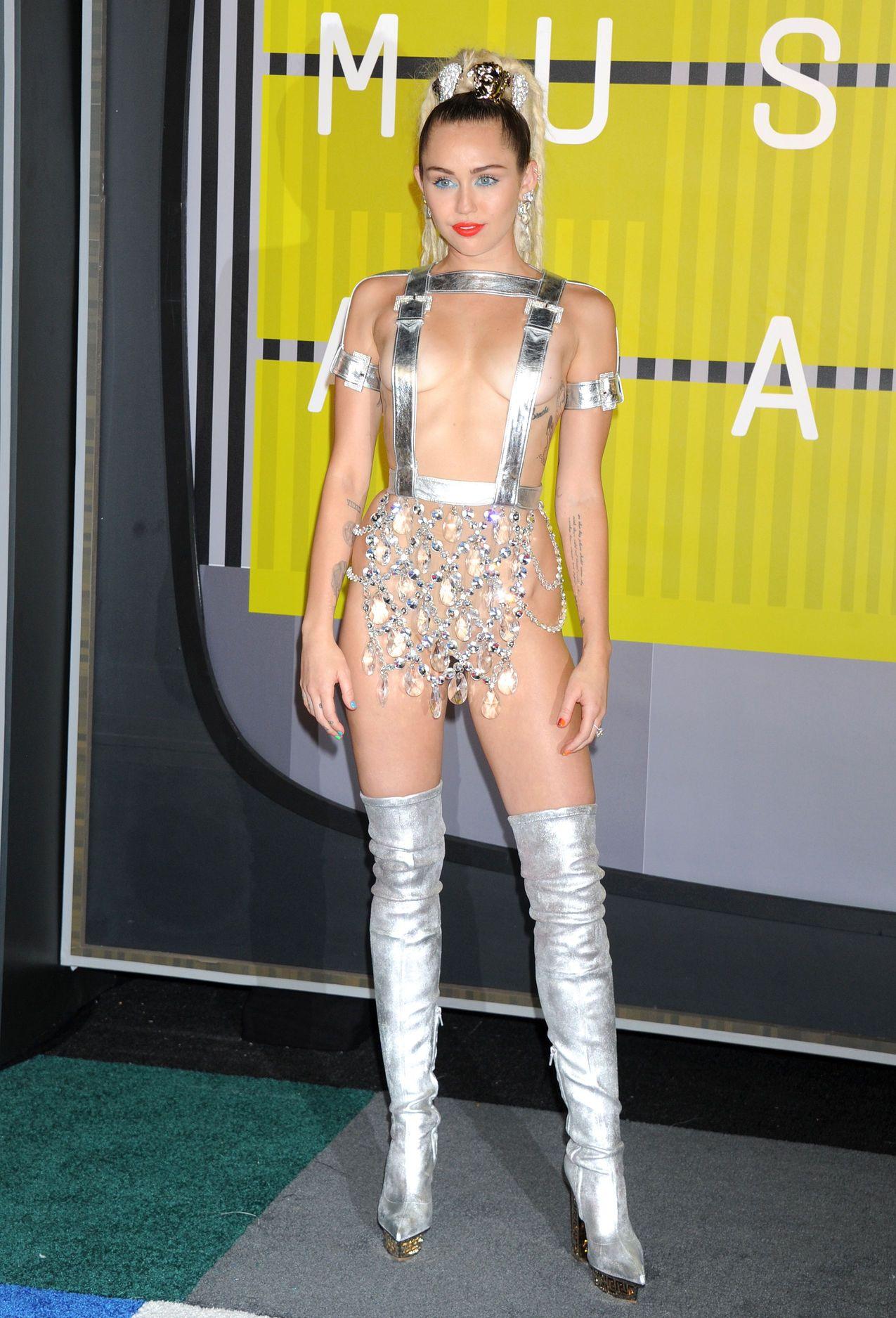 Miley-Cyrus-Sexy-174
