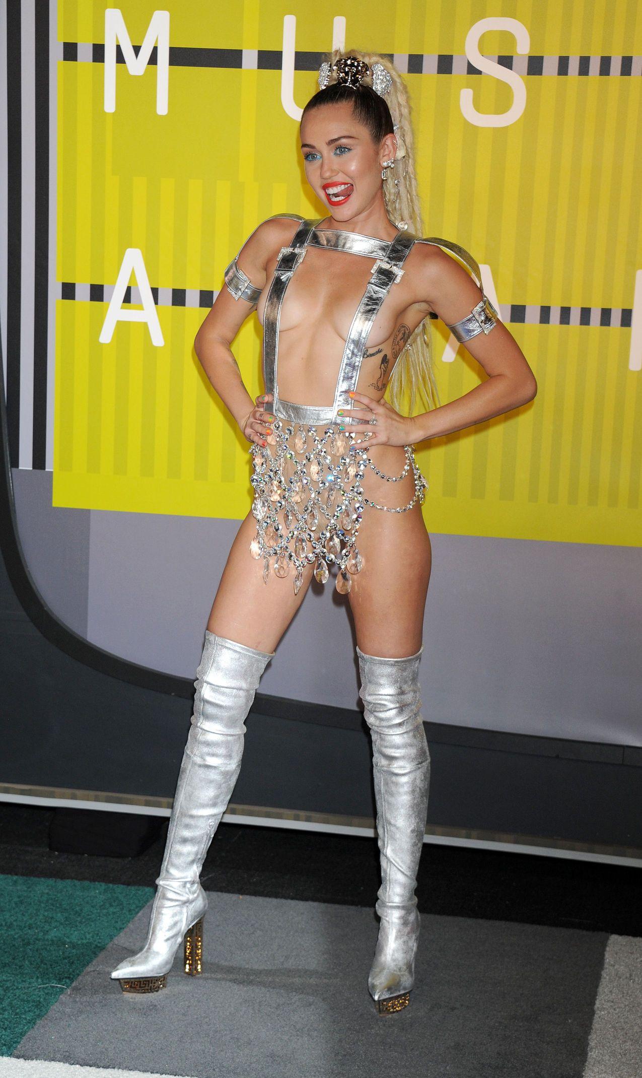 Miley-Cyrus-Sexy-175