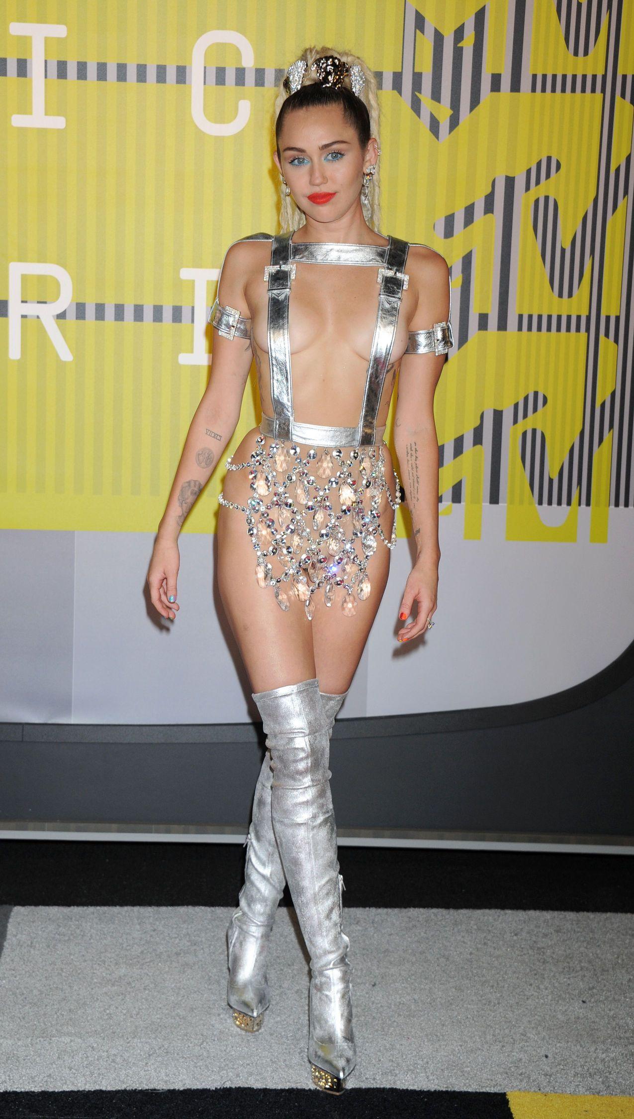 Miley-Cyrus-Sexy-176