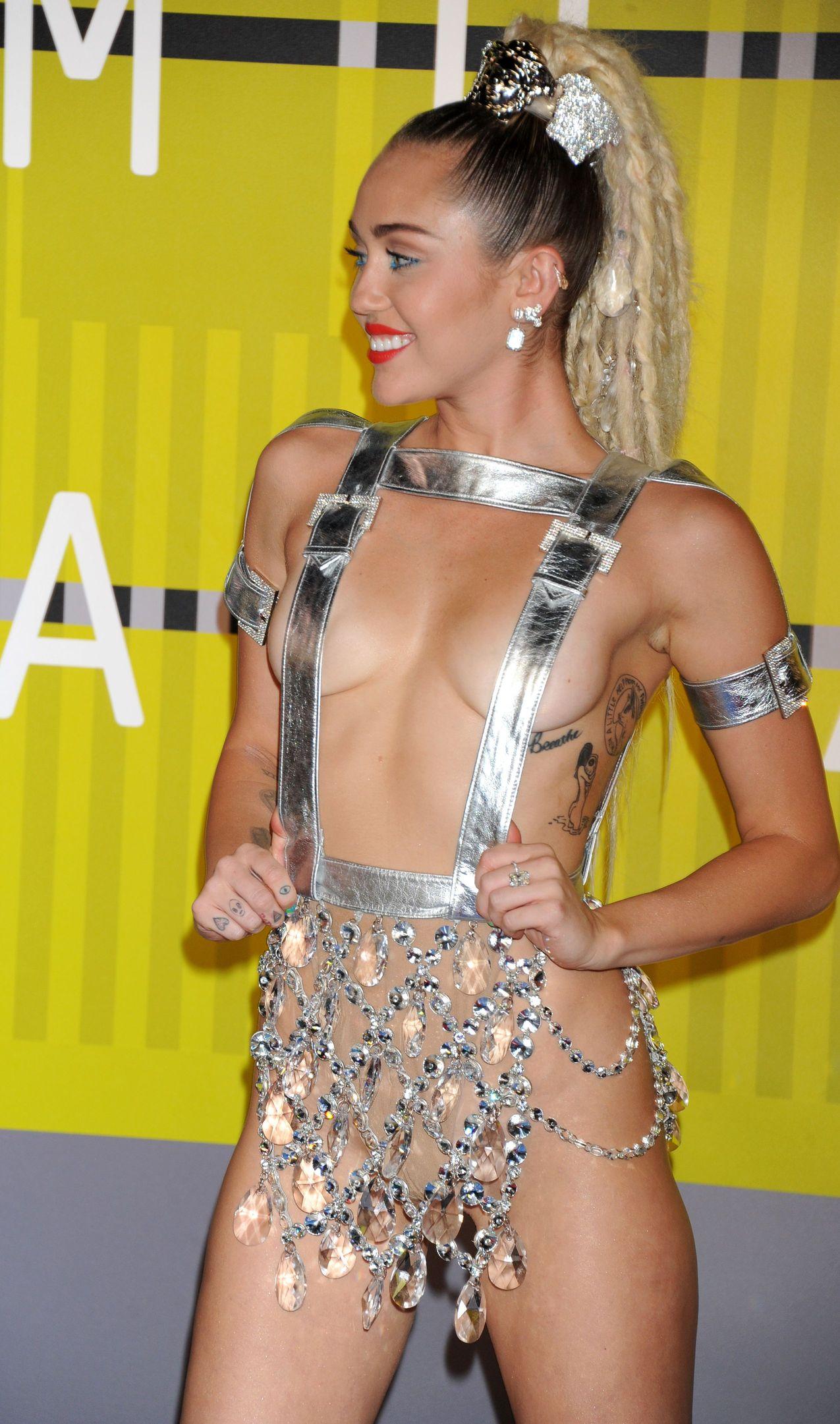 Miley-Cyrus-Sexy-177