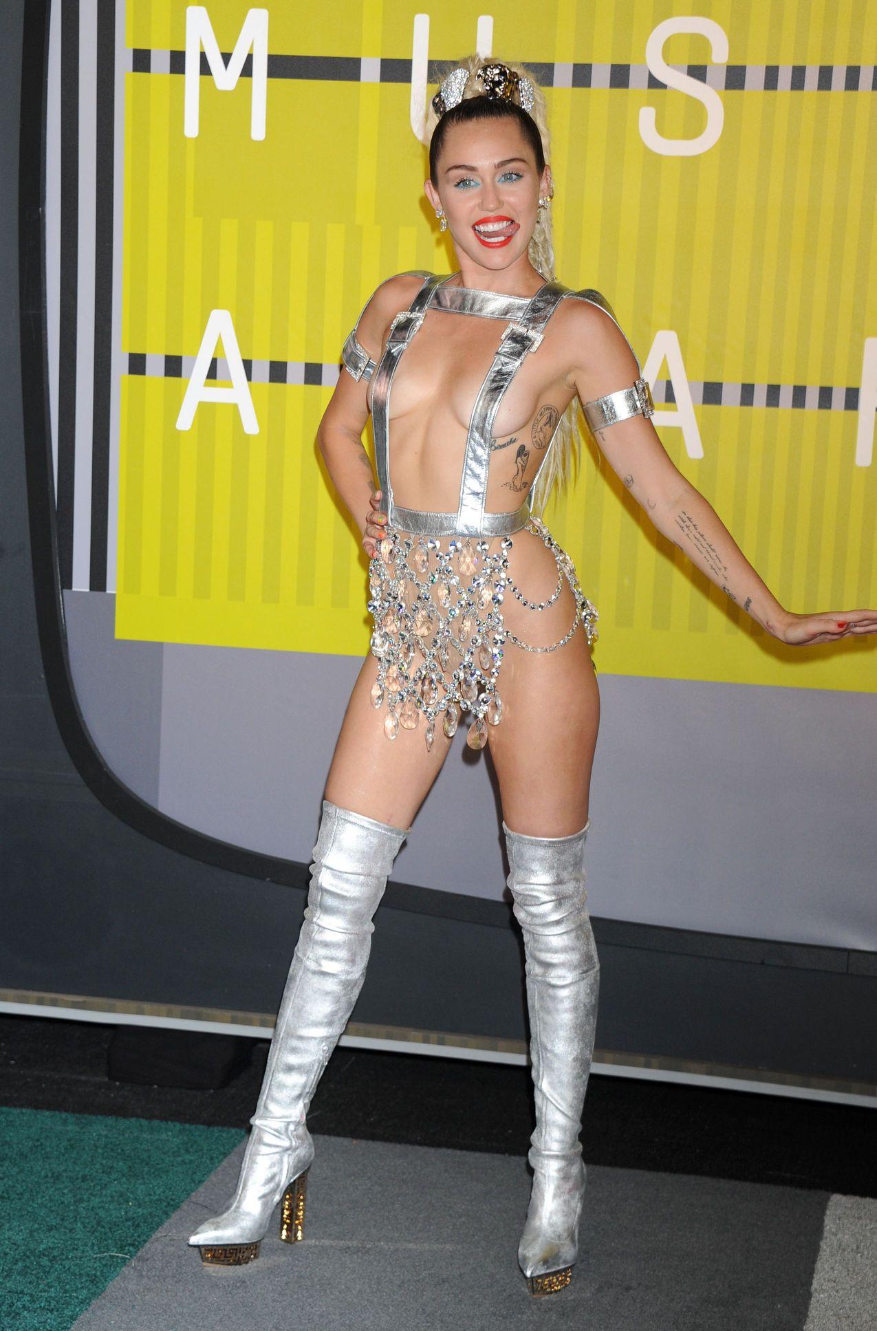 Miley-Cyrus-Sexy-180