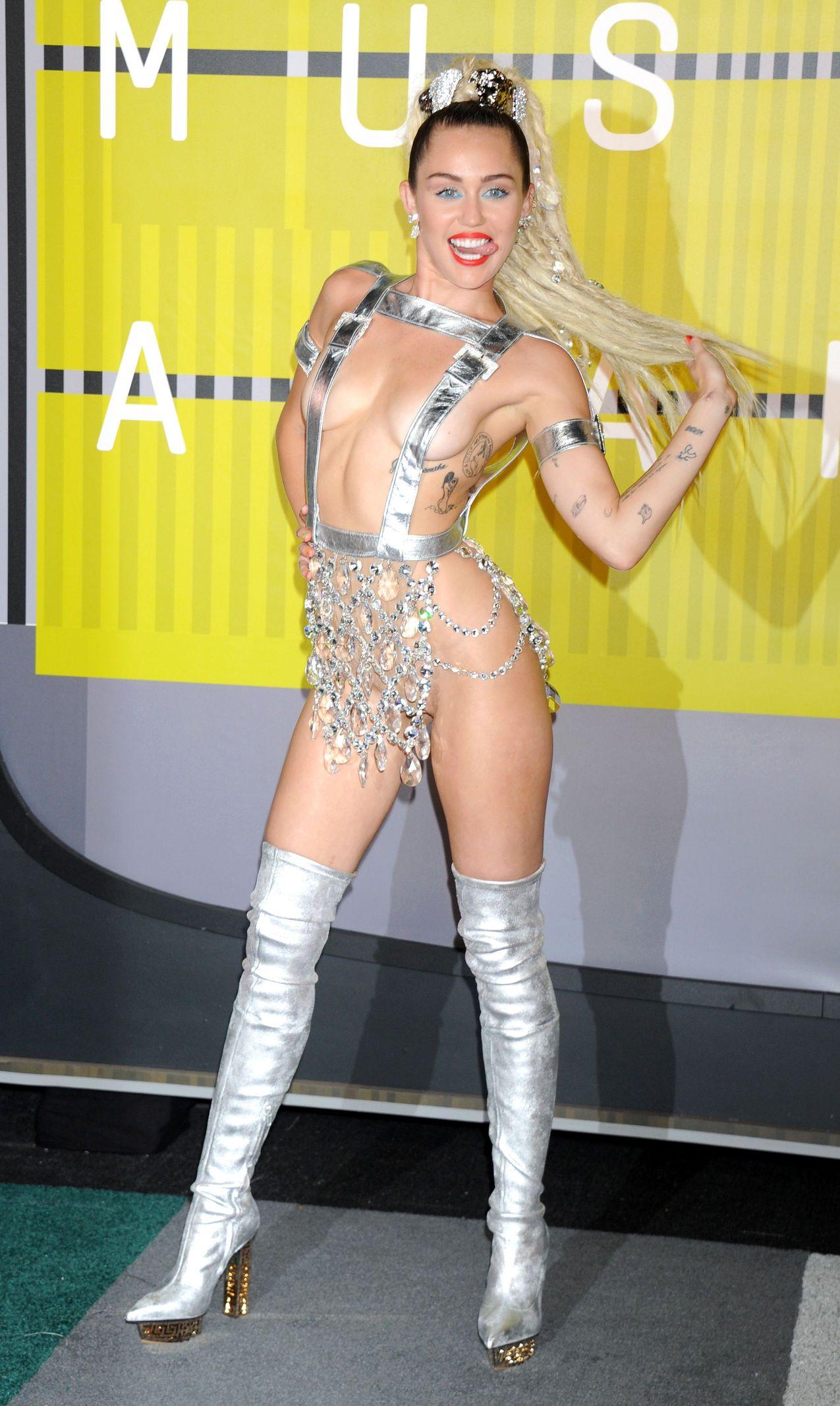 Miley-Cyrus-Sexy-181