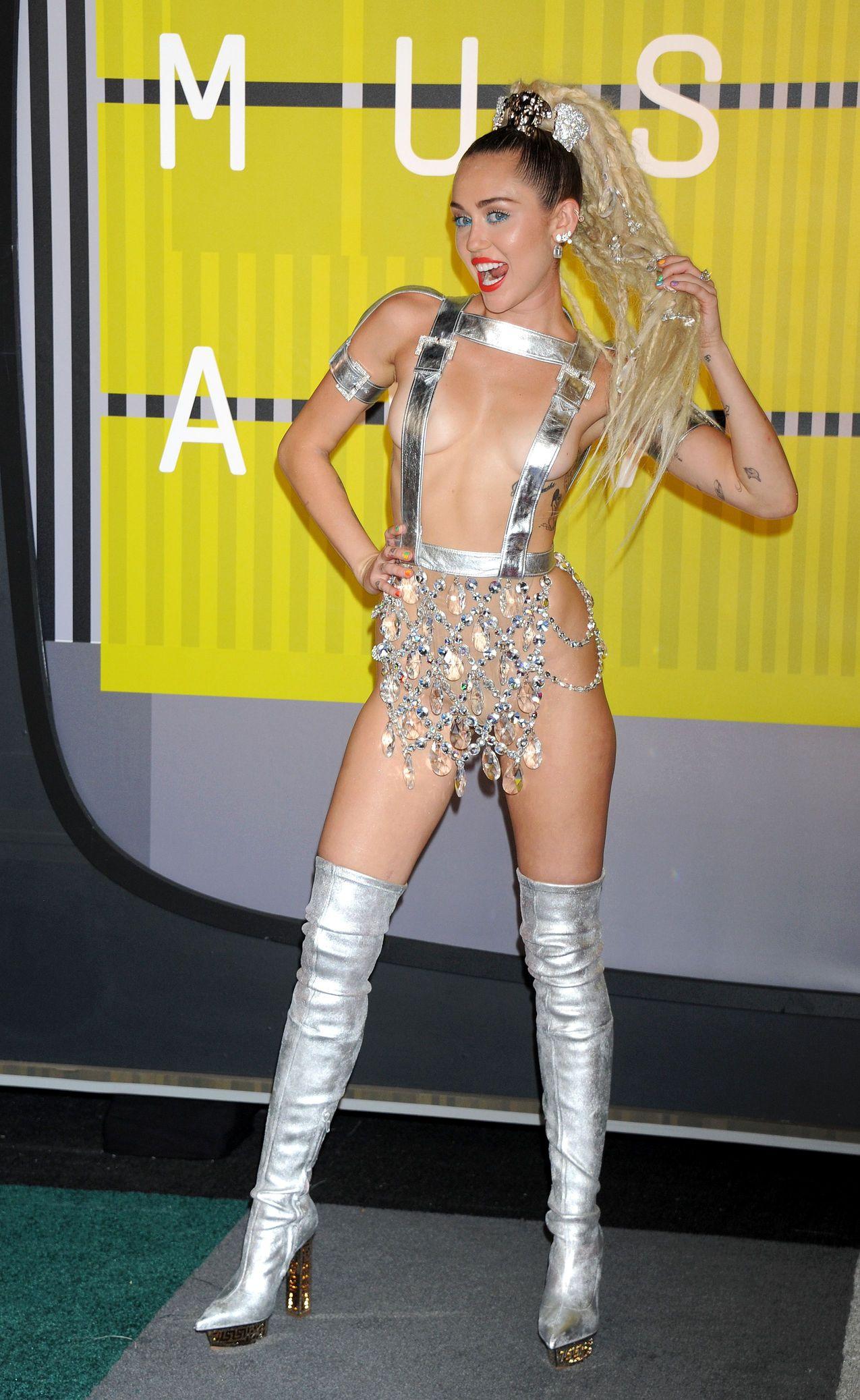 Miley-Cyrus-Sexy-182
