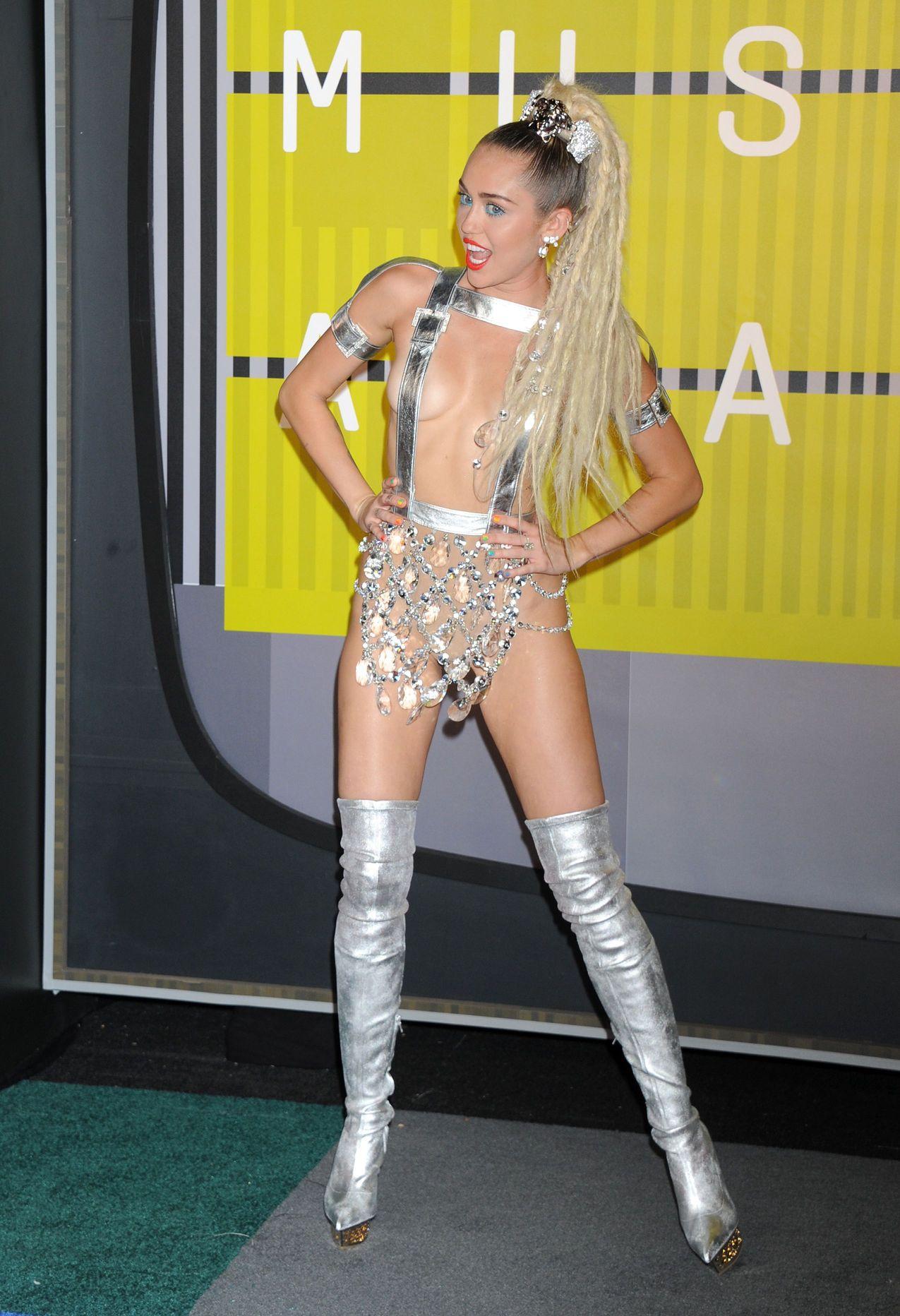 Miley-Cyrus-Sexy-183