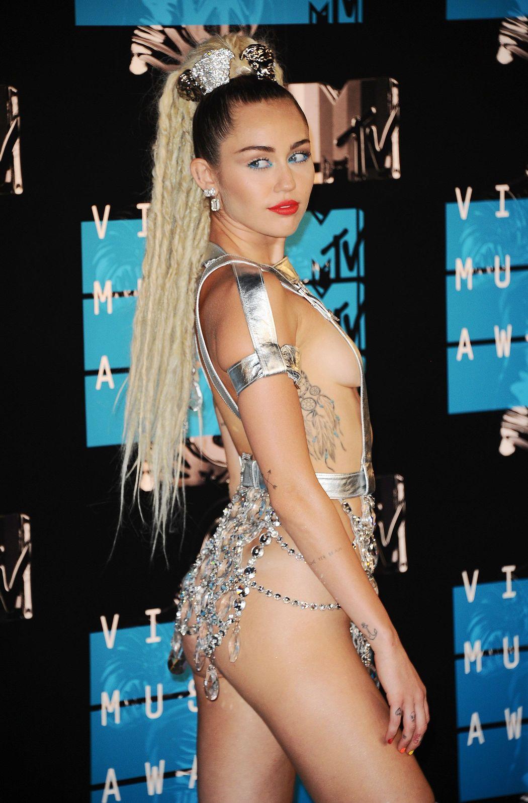 Miley-Cyrus-Sexy-20